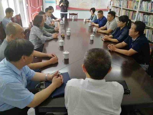 县人大常委会副主任唐新华一行到孙村小学开