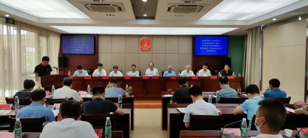 县十七届人大常委会第三十八次会议召开